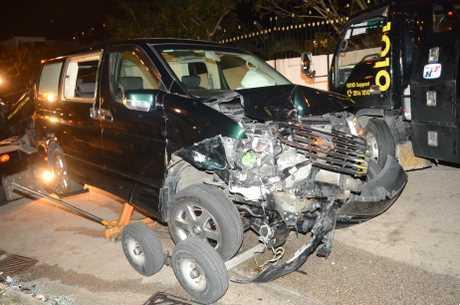 七人車車頭損毀嚴重。蔡楚輝攝