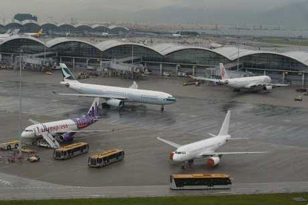 內地女子客機上偷救生衣被捕。
