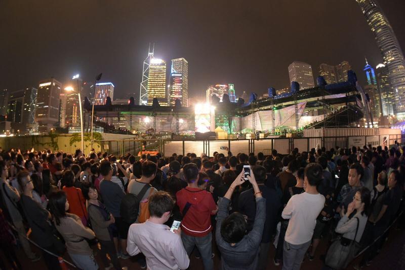 逾1900人排隊等候。黃文威攝