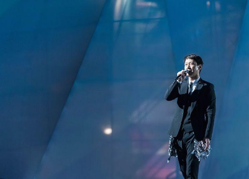 黎明的4D演唱會在昨晚9時45分終於成功開騷。