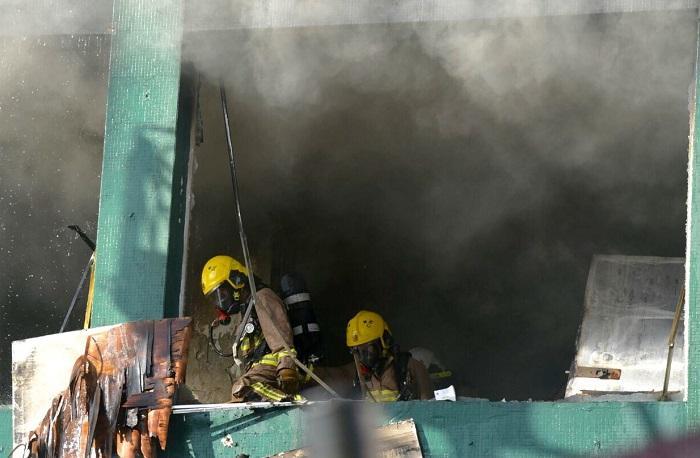 大火焚燒逾30小時至今仍未救熄。