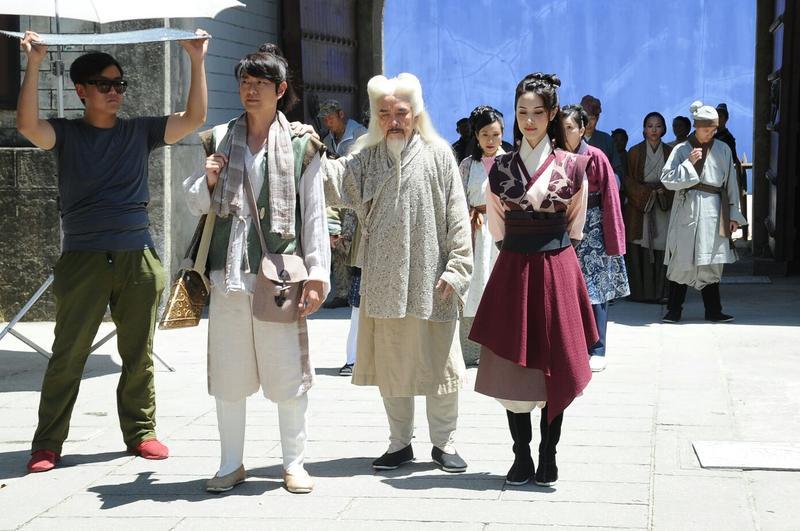蕭正楠、姜大偉與陳凱琳拍攝新劇。