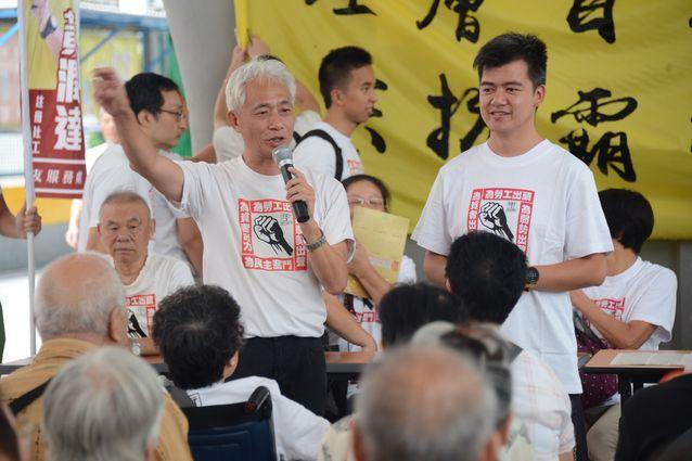 梁耀忠(左)及黃潤達(右)參選立法會誓師。 陳鎮基攝