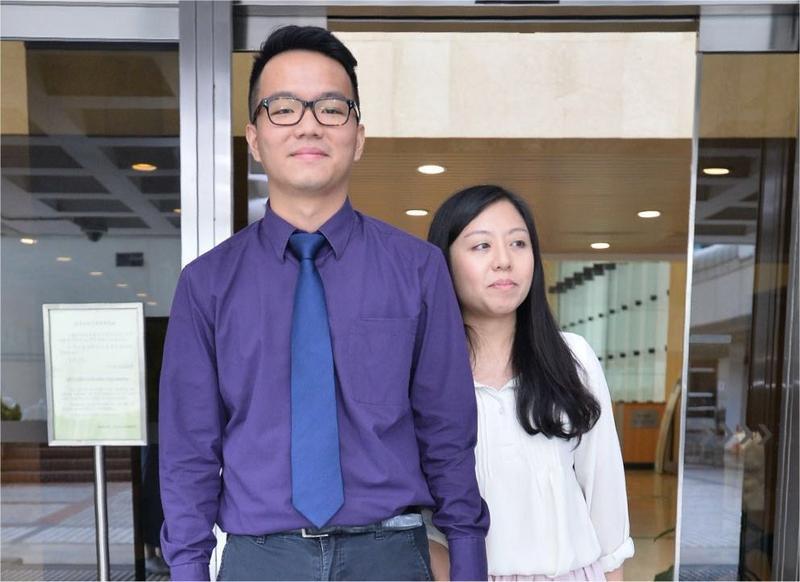 次被告鄺振駹(左)與吳麗英。何量鈞攝