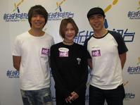 阿偉(左)、方皓玟、泥鯭宣傳新歌。