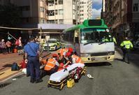 專線小巴撞傷橫過馬路的老翁。網圖