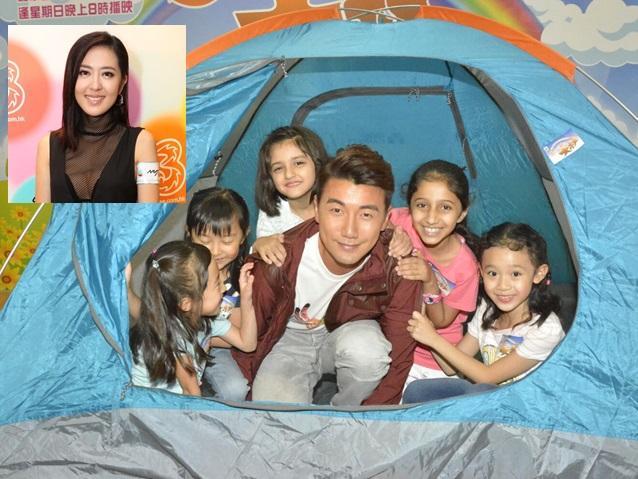 Tony被五個小孩爆拍攝時跟詩詠視像通話。