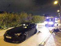 郵輪碼頭私家車撞3部單車,釀一死兩傷。網圖