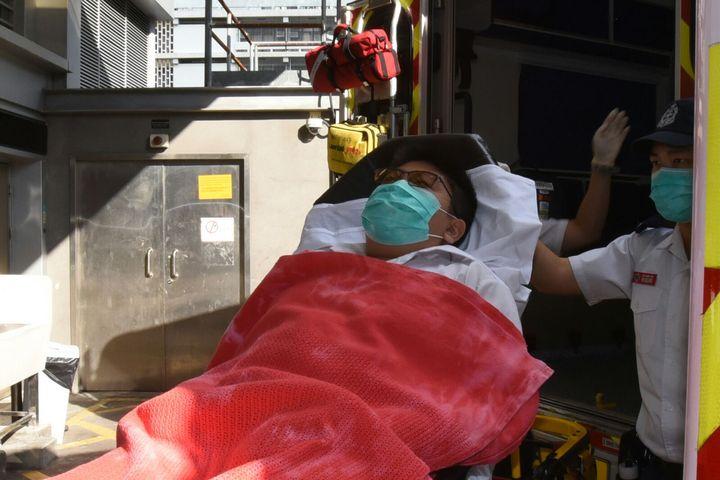 被拖行中一男生受傷送院治理。 梁國峰攝