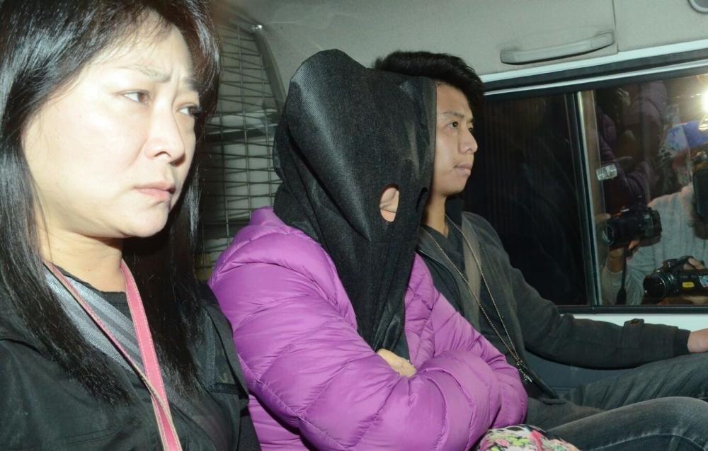 警方拘捕一名女子。李子平攝