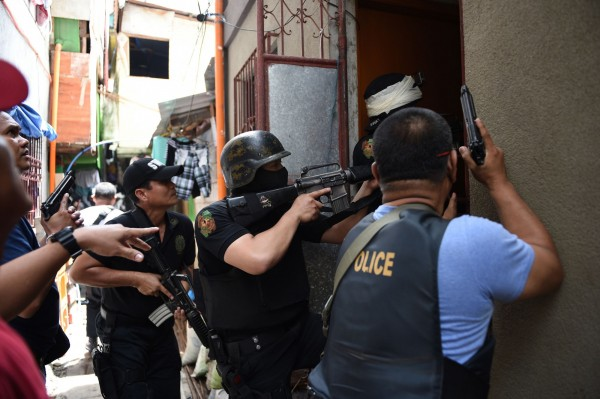 杜特尔特估计警队有大约四成败类,怒称警队「已腐败到核心」。网图