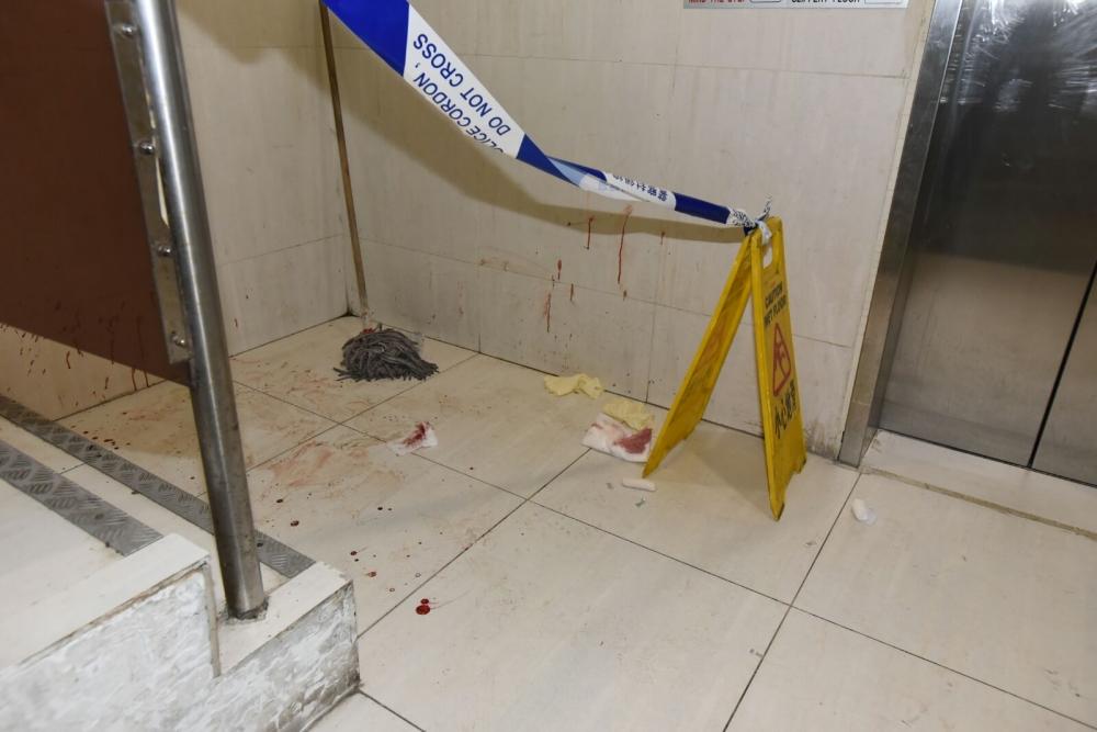 男事主住所後樓梯遺下血跡。 羅振輝攝
