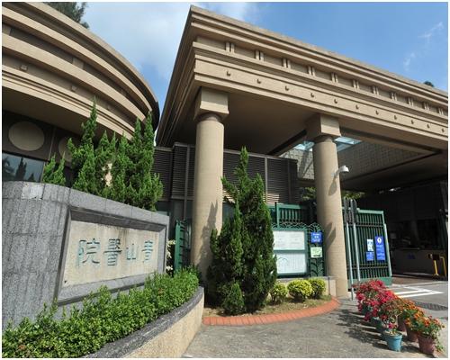 事主被送進青山醫院留院6日。