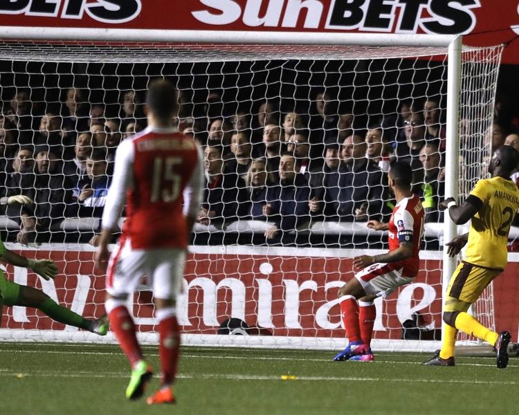 禾確特立功勞,接應伊禾比傳球,成功射入效力阿仙奴以來的第100個入球,比數2:0。AP