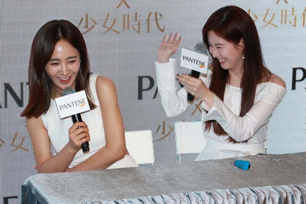 徐玄作狀打Yuri,好可愛。