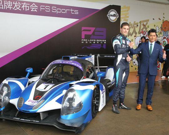 阿城與車隊首席車手Olivier Lombard