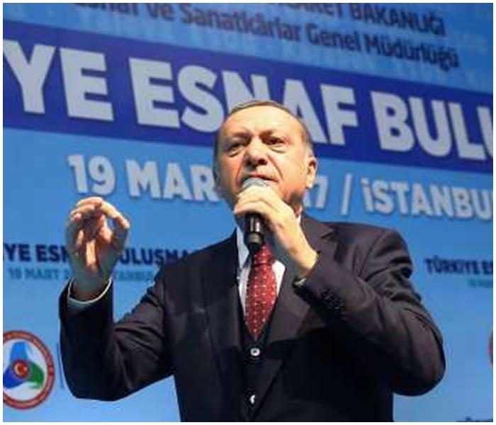 埃爾多安點名批評默克爾採取「納粹」行徑針對境內的土耳其人。AP圖片