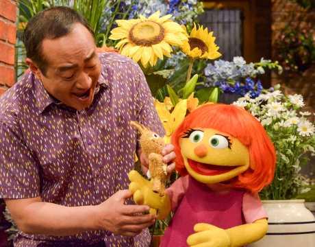 《芝麻街》4月會推出有自閉症的新布偶,名為茱莉亞。AP圖片
