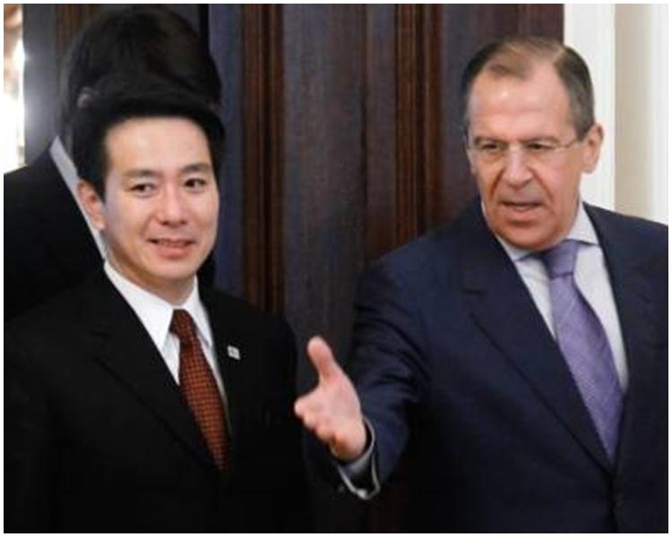 日本外相岸田文雄與俄羅斯外長拉夫羅夫會晤期間,協定舉行今次會議。新華社圖片