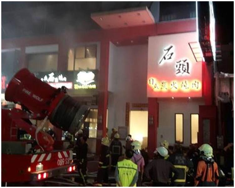 食肆趕緊疏散客人與員工,並以滅火器先行撲滅起火點。
