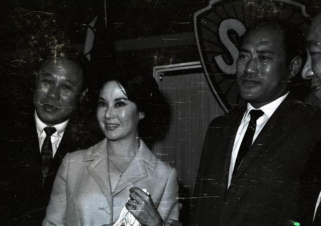 香港電影金像獎公關代李麗華家人發公告。