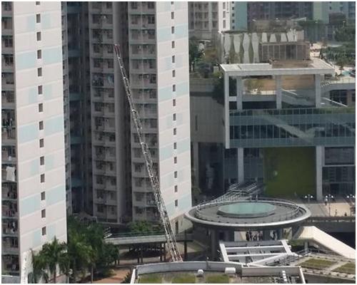 消防接報到場後,升起雲梯灌救。香港突發事故報料區圖片