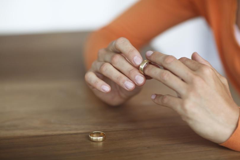 港人離婚率創10年新高。設計圖片