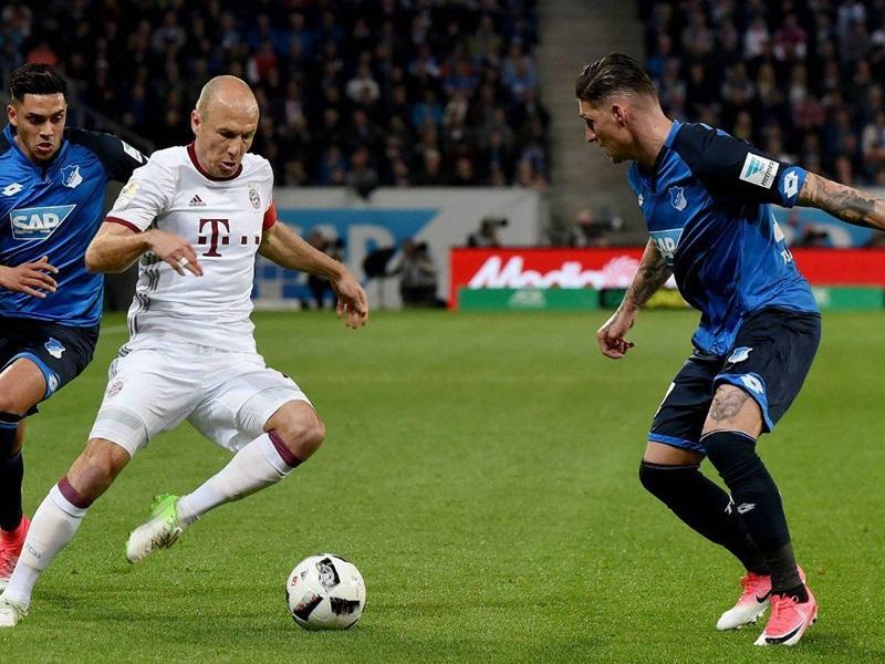 換邊後拜仁不斷加強攻勢但無功而回。fcbayern