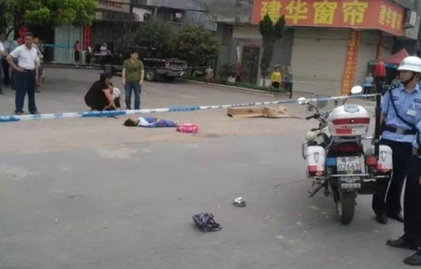 兩名年約10歲的小學生當場死亡。圖:騰訊