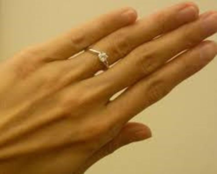 女子告鄰居故意不還鑽戒戒指。網圖