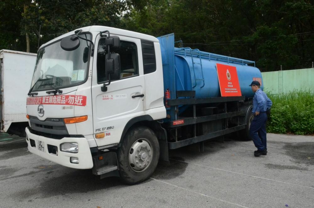 消防聯同警方在大埔大喜街截獲一輛危險品車輛。