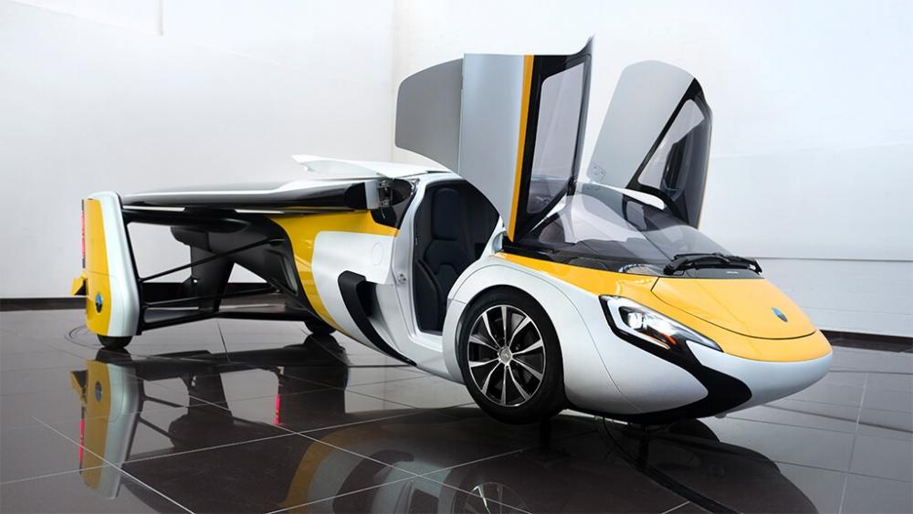 長度媲美豪華轎車,雙翼可以摺起。