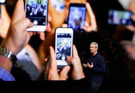 庫克認為,iPhone銷情下跌是因為市場上有太多關於未來 iPhone 的傳聞。資料圖片