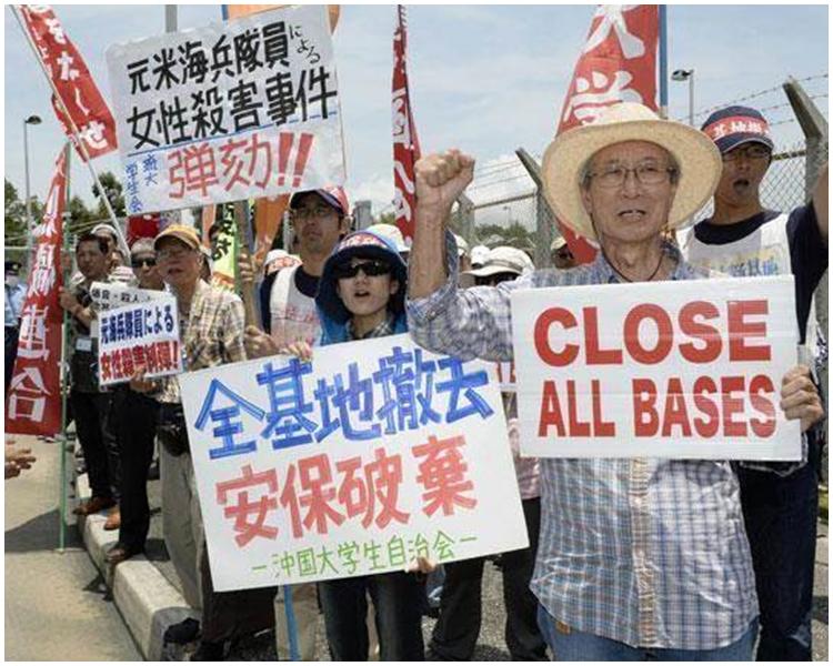 沖繩市民反對美軍普天間機場遷至名護市邊野古地區。AP圖片