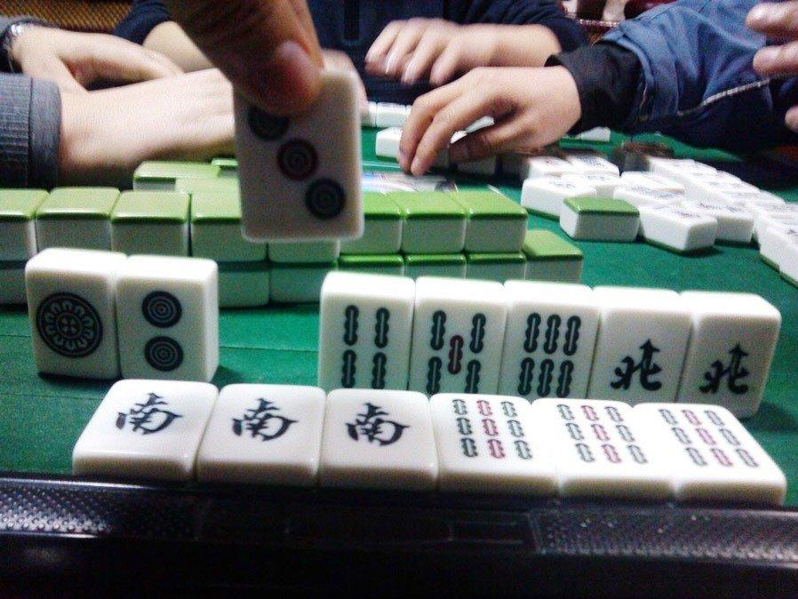 武漢警指人均賭資不滿1000人民幣,或親友打牌即屬於「麻將娛樂」。資料圖片