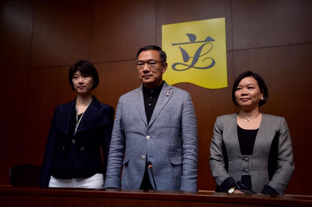 主席謝偉俊(中)會後表示,下次會議將繼續以閉門形式進行,保密原則繼續有效。