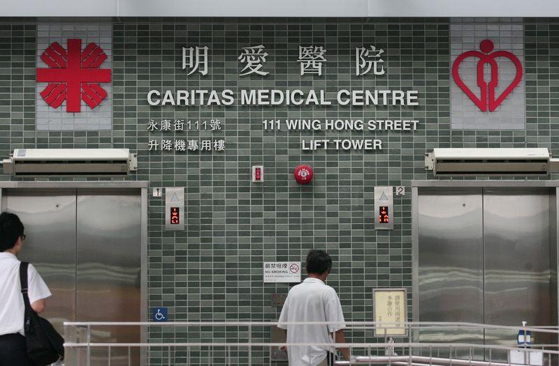 傷者由救護車送往明愛醫院治理。資料圖片