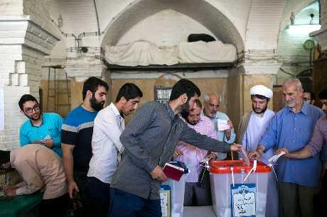 伊朗總統大選選民踴躍投票。新華社