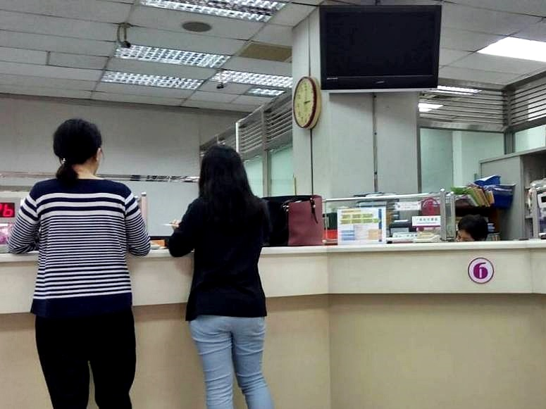 台灣彰化最近發生兩宗件網上交友詐騙案,銀行職員曾提醒不要被騙,但對方執意匯款。(資料照片,與案件無關)