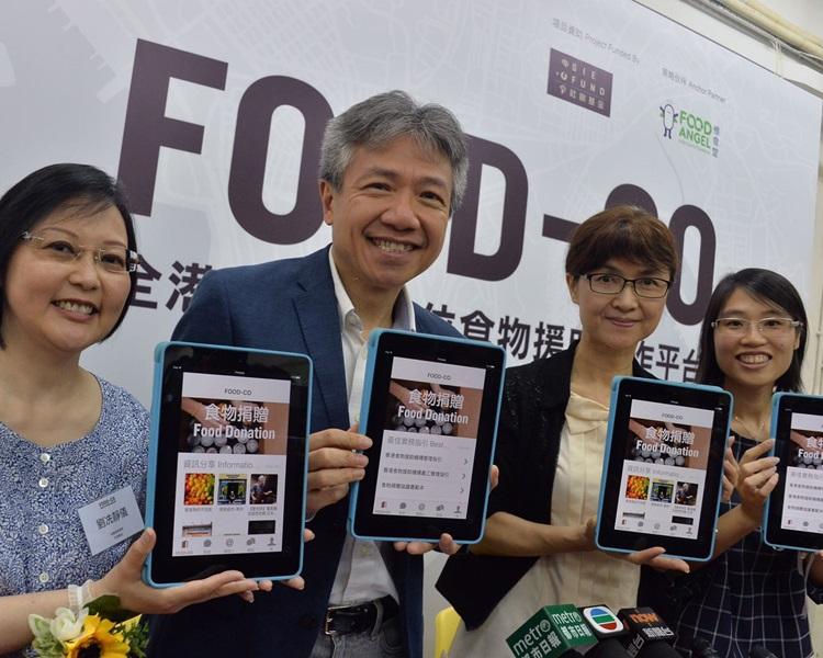 左二:社創基金專責小組主席張仁良,右一為吳雯賢。