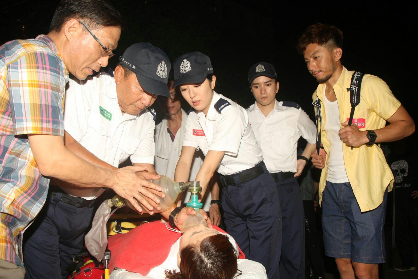 袁偉豪與唐詩詠晚上為《棟仁的時光》到西貢拍外景。