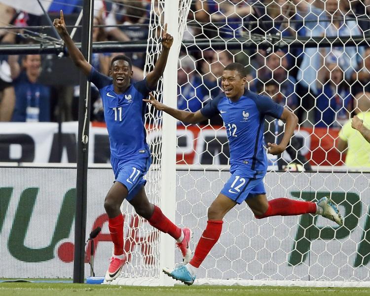 法國打少一人照贏英格蘭。AP