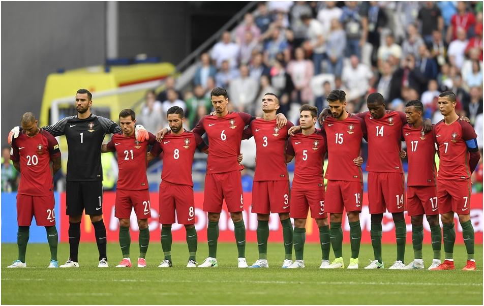 悼念葡萄牙大火喪生人士,葡萄牙全隊賽前默哀。AP