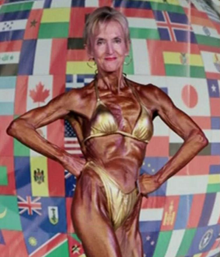 74歲的健美婆婆練得一身精壯肌肉。