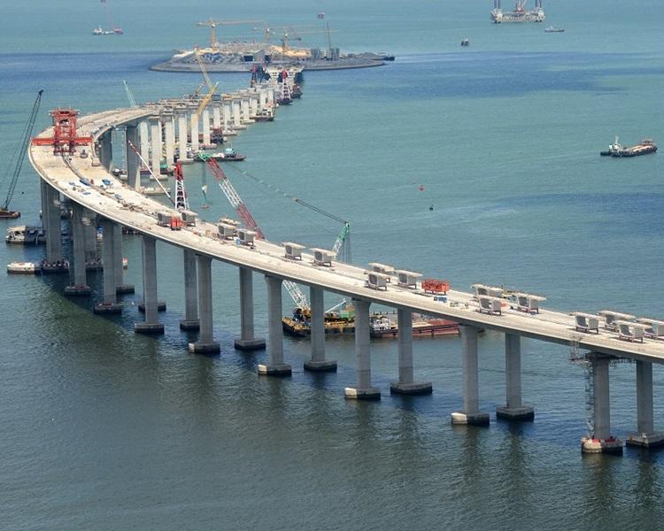 港珠澳大橋私家車擬收150元貨車200元。資料圖片