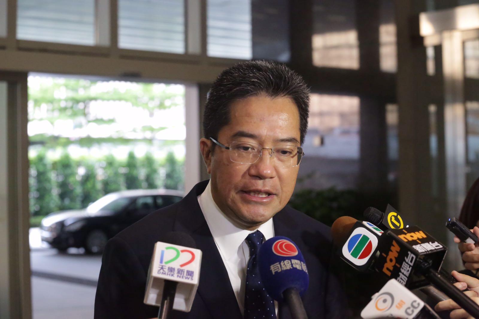 黃偉綸希望市民不要再處於爭論中。
