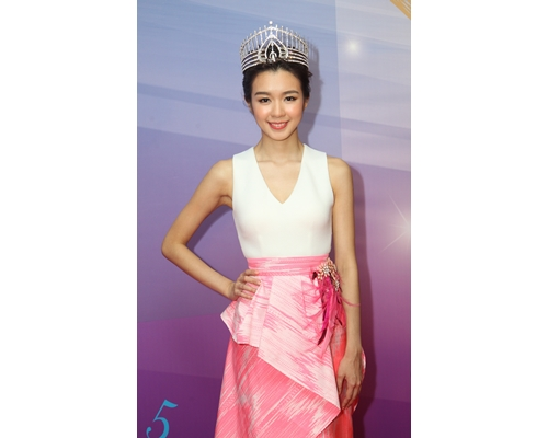 麥明詩當上2015年度港姐冠軍後,在TVB「打工」。