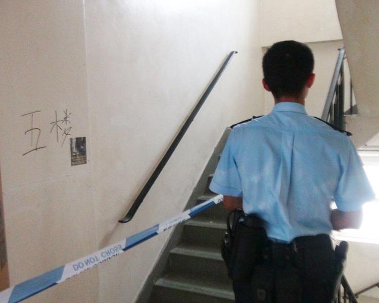 男子在元朗炮仗坊唐樓梯間上吊死亡。