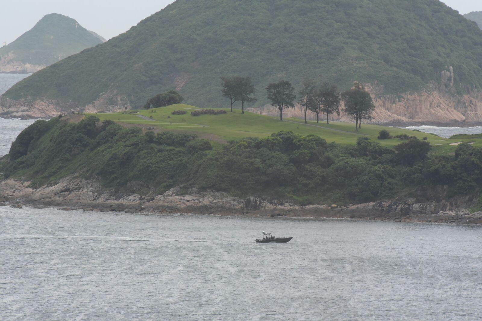 水警現場水域戒備。  黃文威攝
