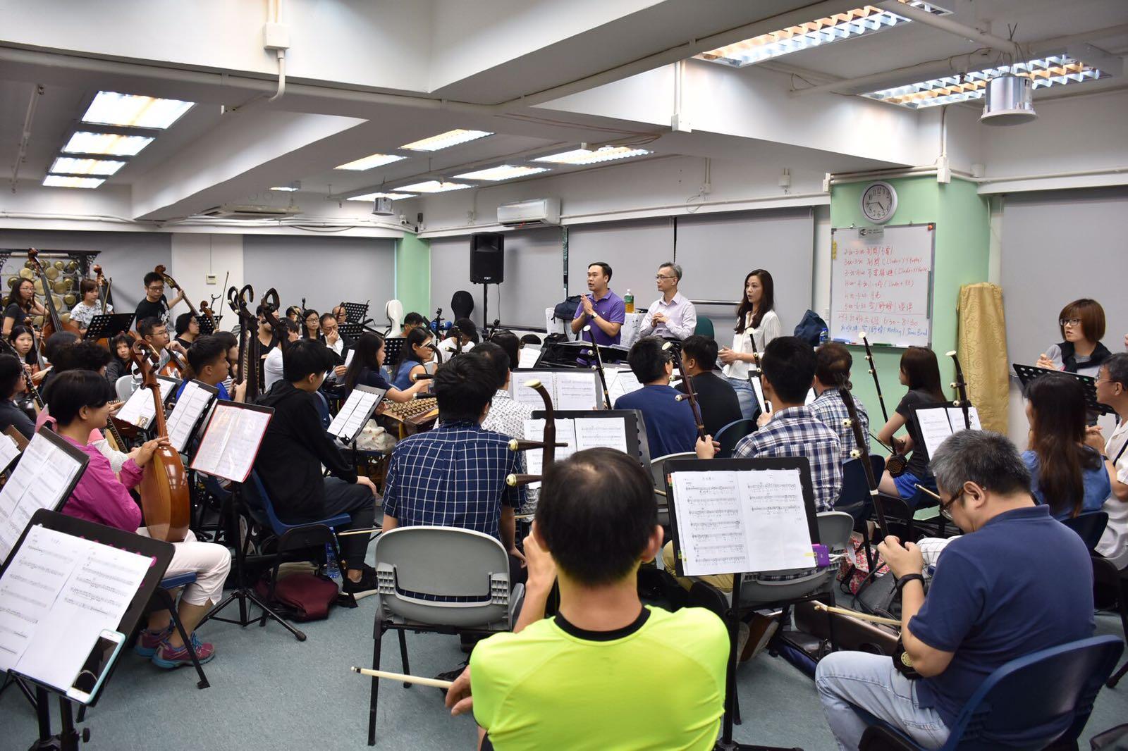 王馨平與中樂團合作,要跟足曲譜不能自由發揮。
